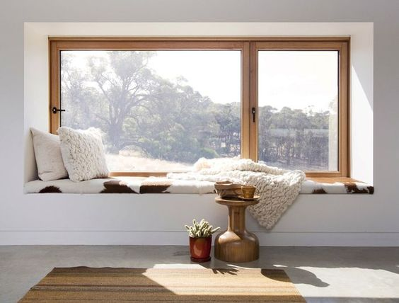 Come arredare una nicchia con finestra