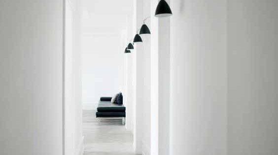 Corridoio Lungo Casa : Arredare il corridoio: le migliori idee dellarchitetto per farlo