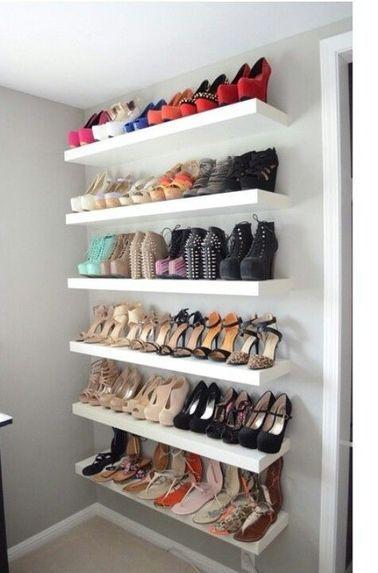 cabina armadio con mensole scarpiera