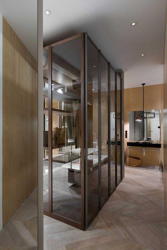 Progettare una cabina armadio a vista in vetro