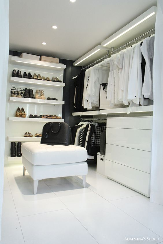Progettare una cabina piccola bianca