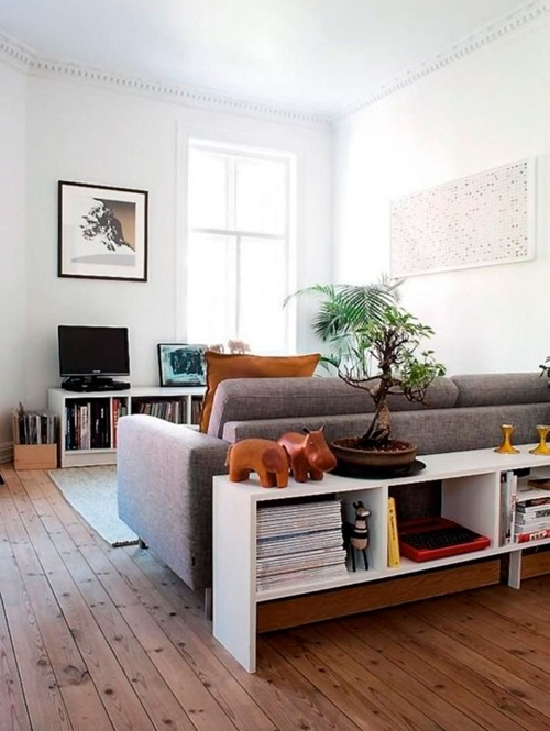 Come arredare la parete dietro il divano in zona living