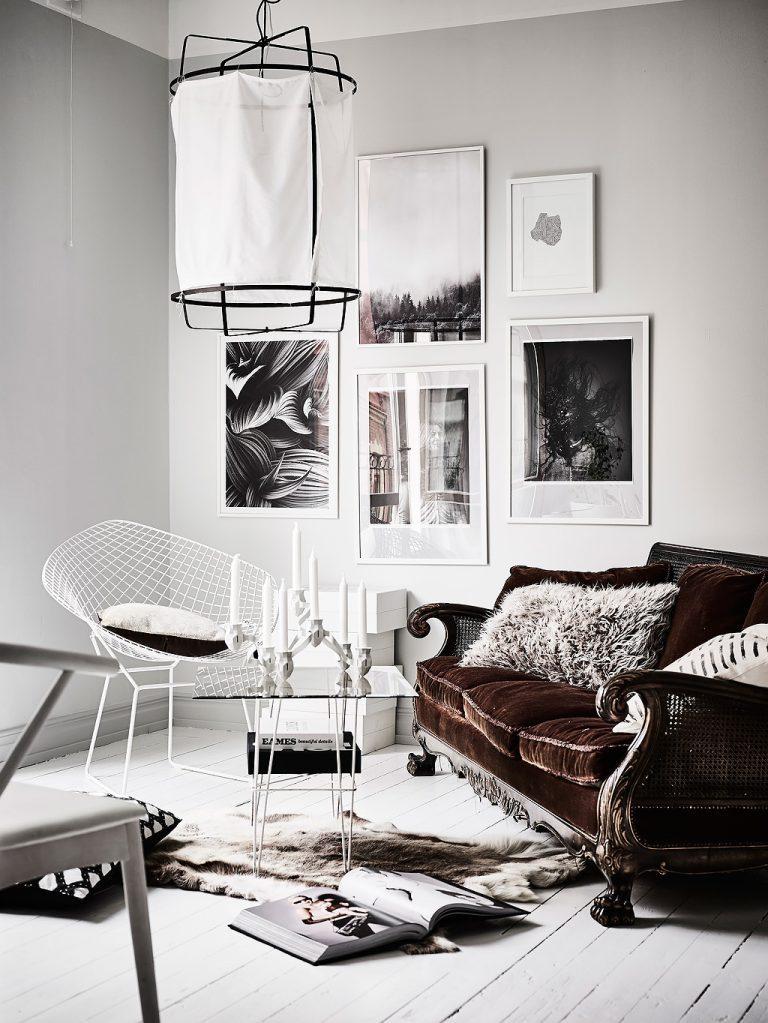 Come arredare la parete dietro il divano con abbinamenti colori arredo bianco