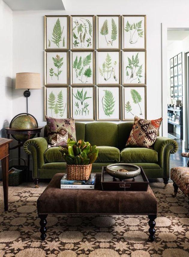 Come arredare la parete dietro il divano con abbinamenti colori arredo