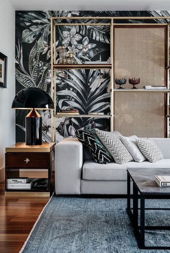 Come arredare la parete dietro il divano con stile
