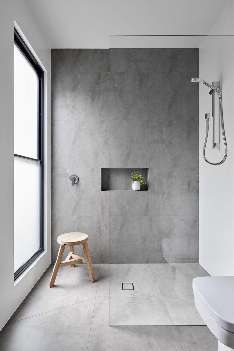 nicchia doccia in un bagno piccolo