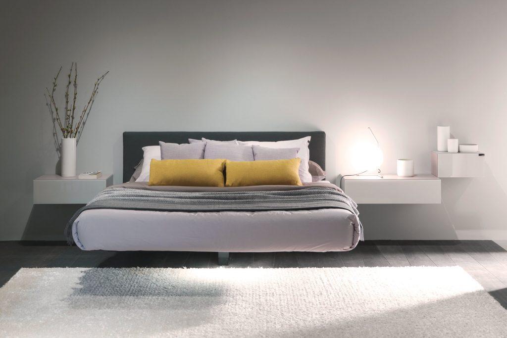 Come arredare camera da letto moderna testata grigia