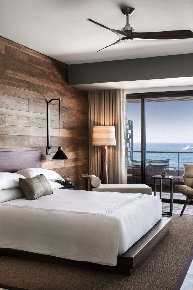Camera da letto contemporanea con led nascosti sulla testata