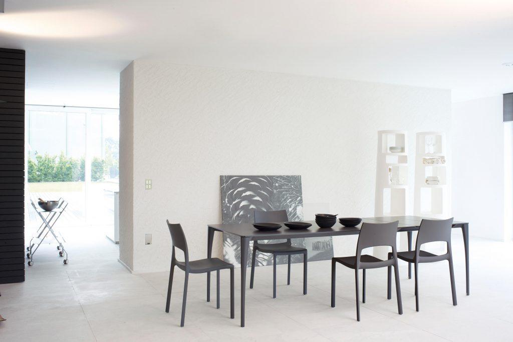 Tavolo da pranzo allungabile minimalista