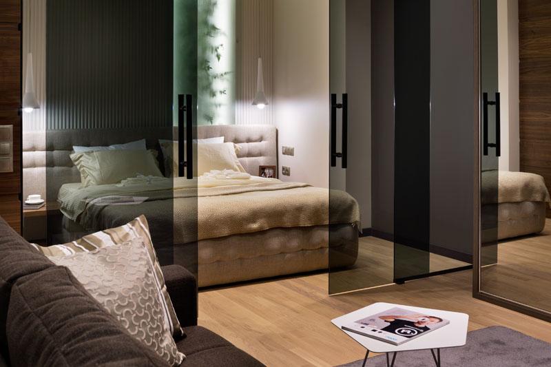 casa piccola divisione ambienti con vetro