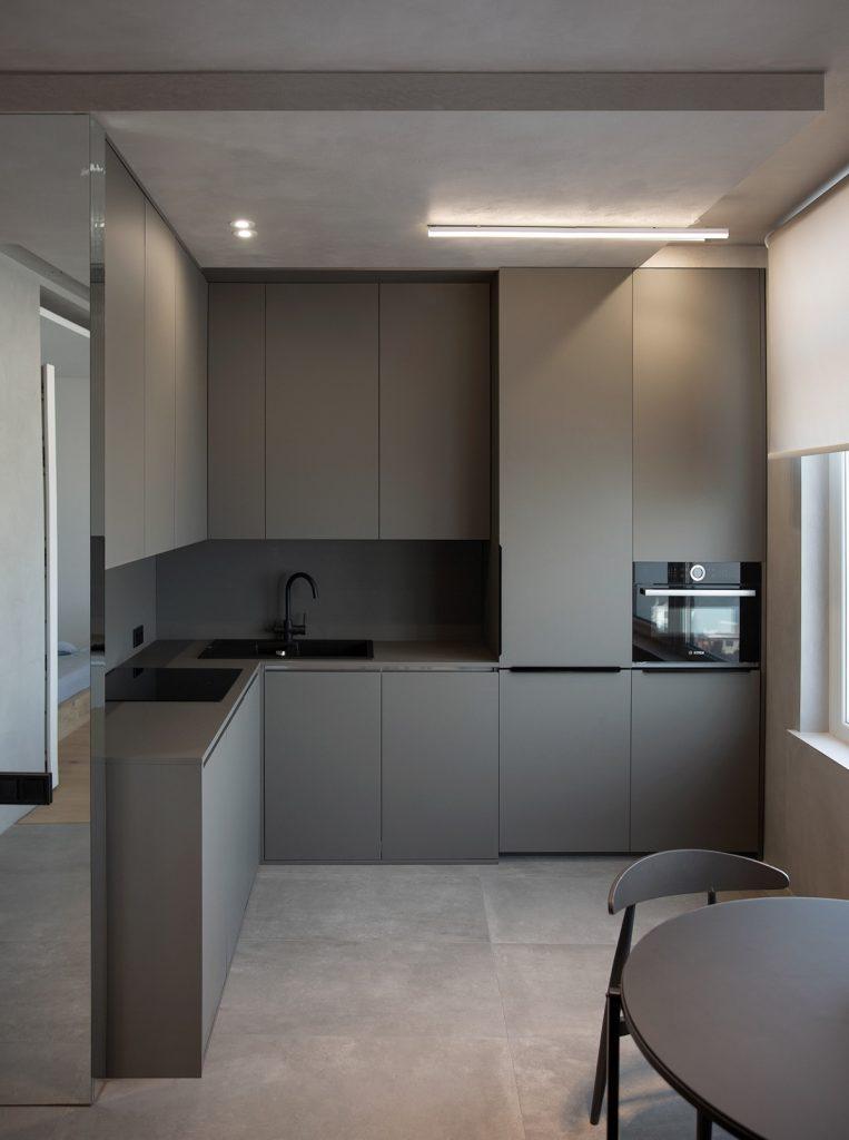 cucina grigia per casa piccola