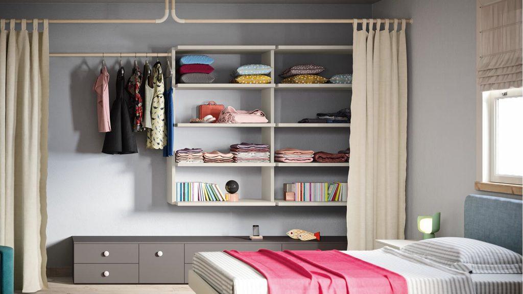 camera da letto con armadio con tende