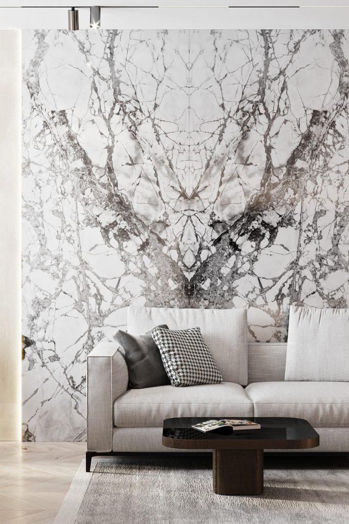 casa arredata con rivestimento in marmo Calacatta