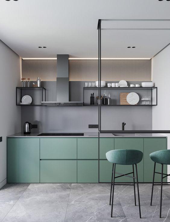 cucina con pavimento in marmo grigio