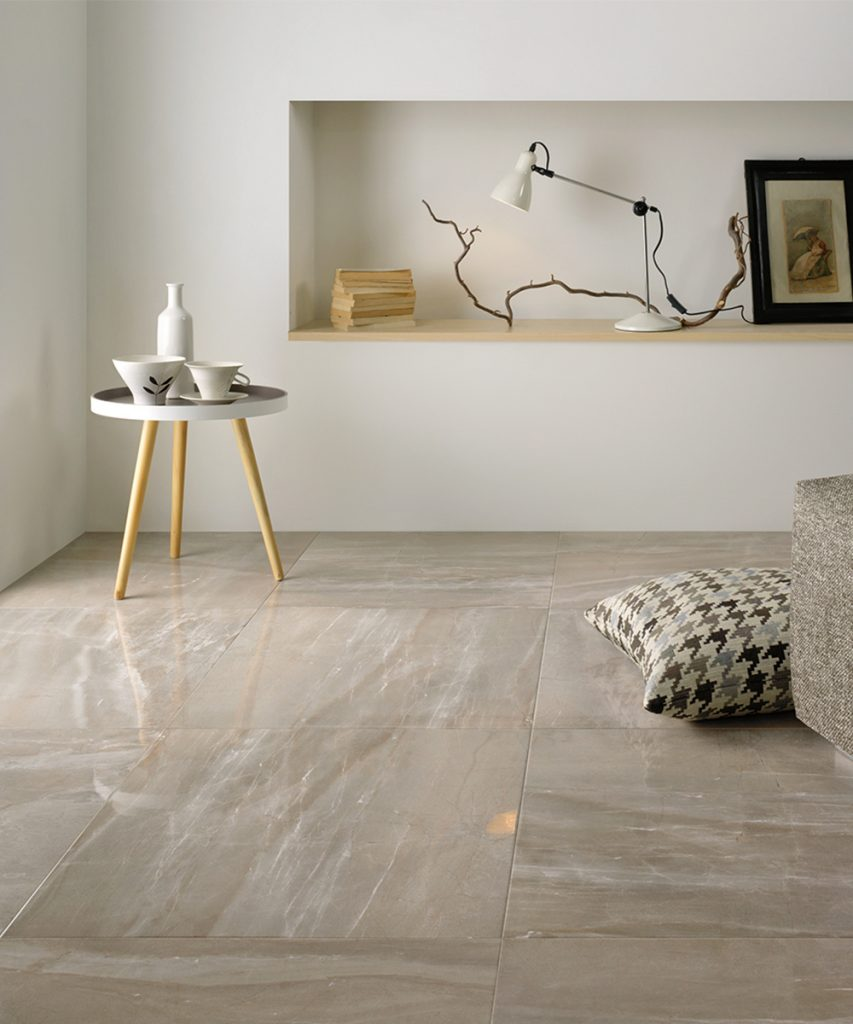pavimento in marmo colori caldi e neutri