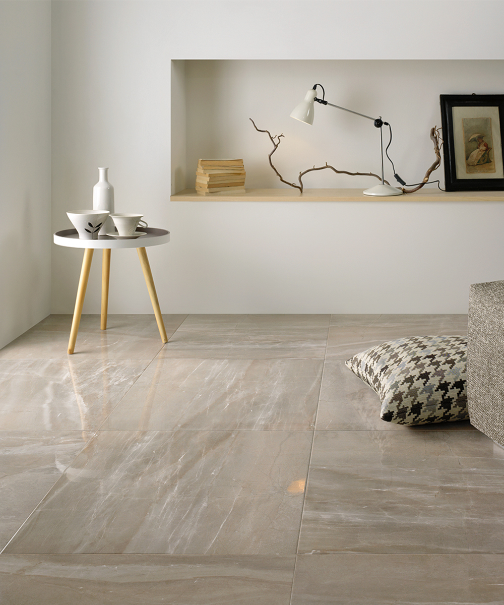 Pavimento Finto Marmo Lucido marmo e legno: la regola per abbinare pavimenti e rivestimenti
