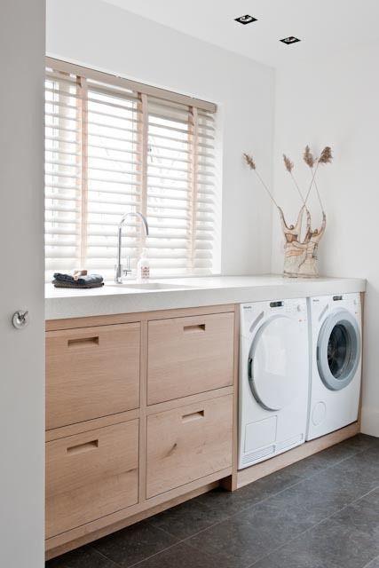 Lavanderia di colore effetto legno