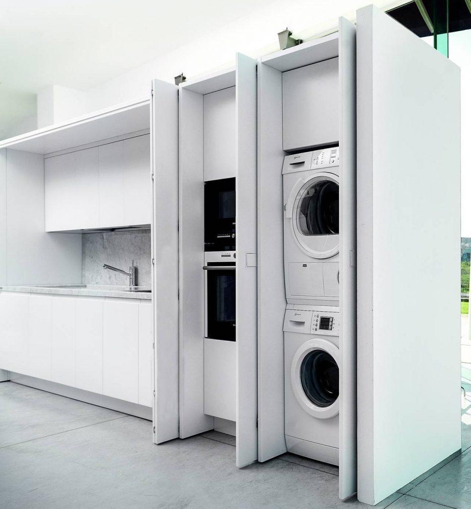 lavanderia in cucina ben organizzata