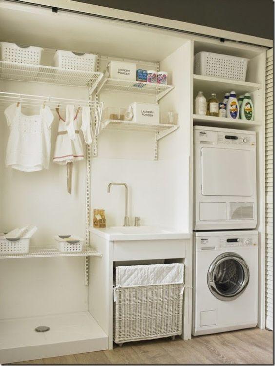 Arredamento lavanderia con stendibiancheria