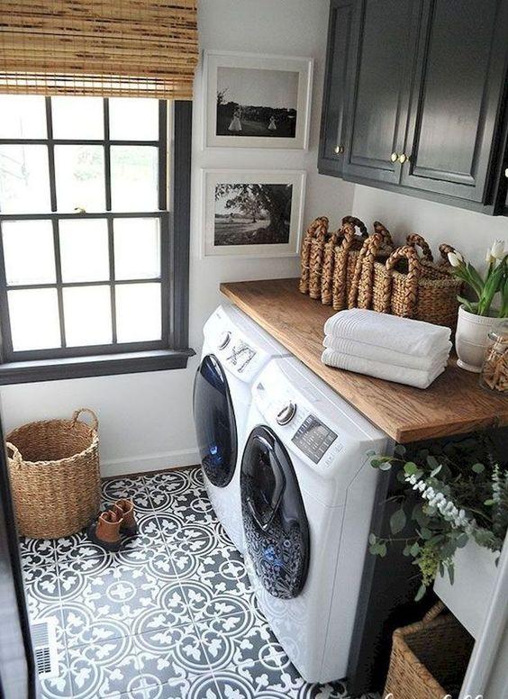 Esempio di lavanderia illuminata