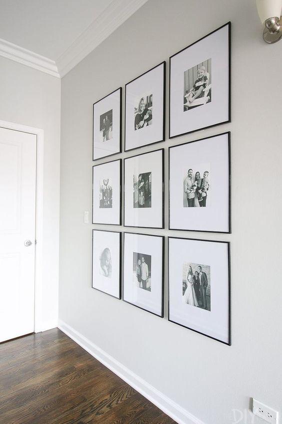 composizione di 9 quadri uguali in bianco e nero appesi