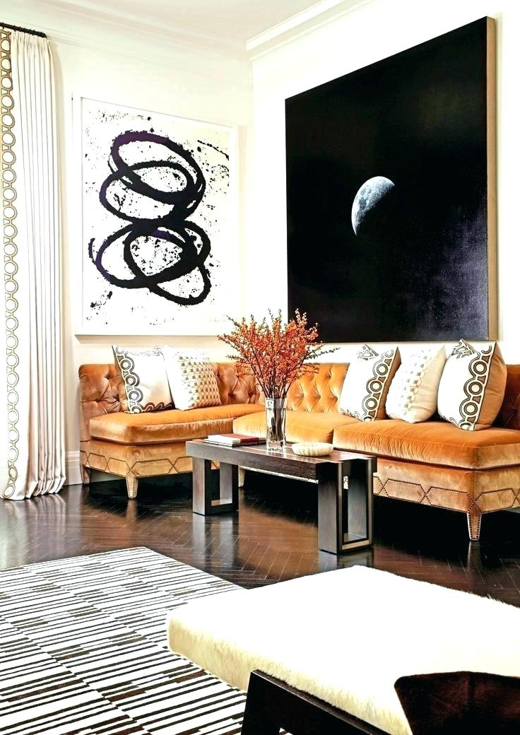 quadri grandi appesi sopra il divano
