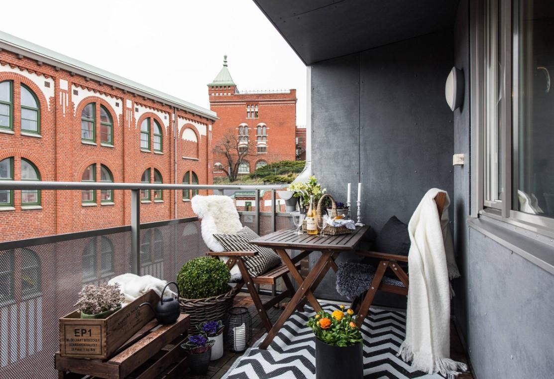balcone stretto e lungo arredato moderno
