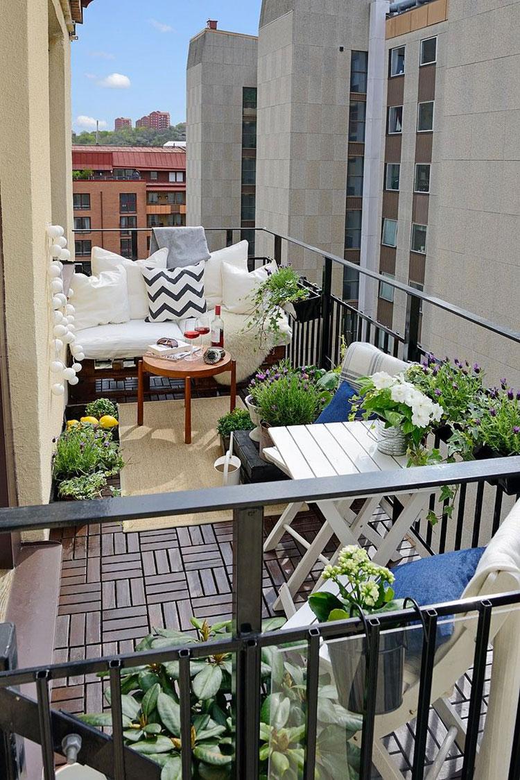 balcone arredato angolo relax