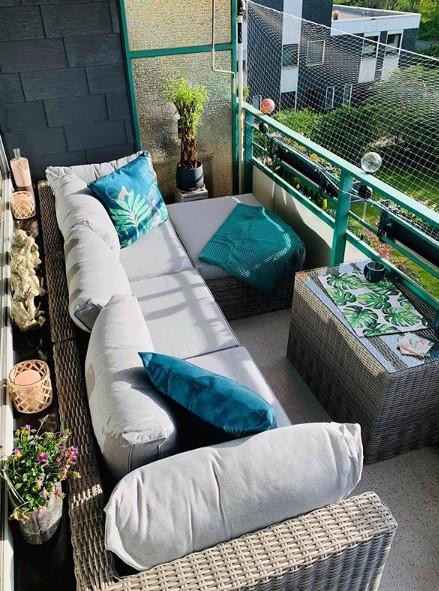 balcone con divani