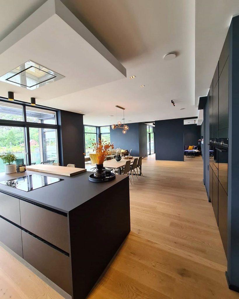 Guarda immagine Posare il parquet in Cucina