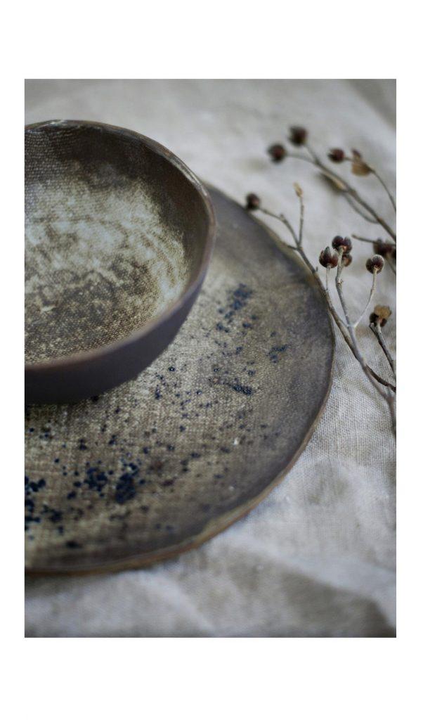 piatto e ciotola in stile Wabi Sabi
