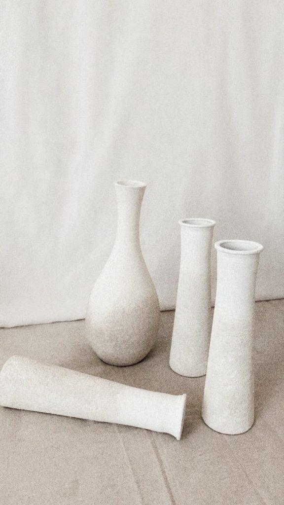vasi bianchi in stile Wabi Sabi